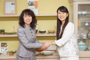 インタビュアー 石黒彩さん(右)、ELE HOUSE代表 山崎恵美子(左)